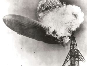 Hindenburg_burning-2